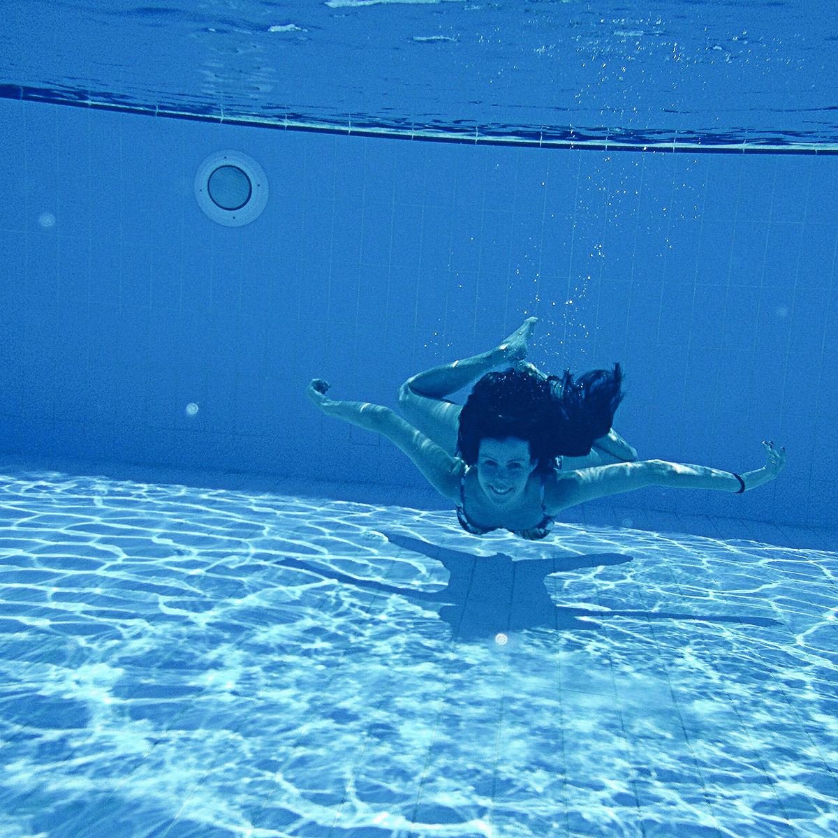 1 underwater swimming