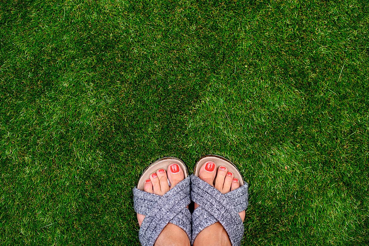 arficial_grass_garden_makeover_11