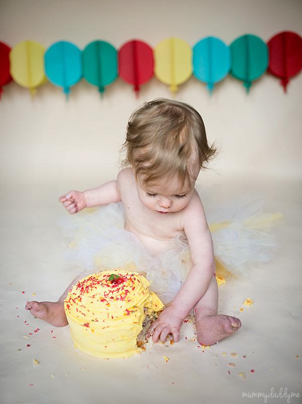 messy cake smash